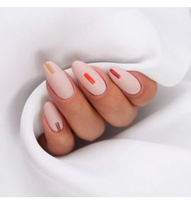 stylizacja paznokci w delikatnym zdobieniu